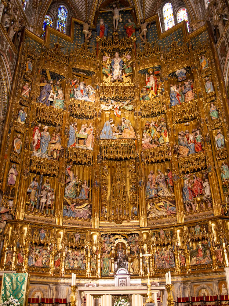 Altarpiece made in wood and gold