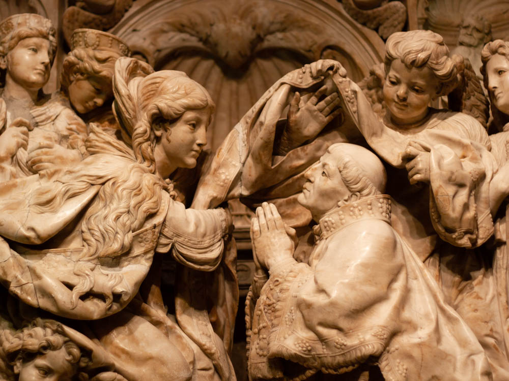 Marble sculpture that represents Virgin Mary and Saint Ildephonsus