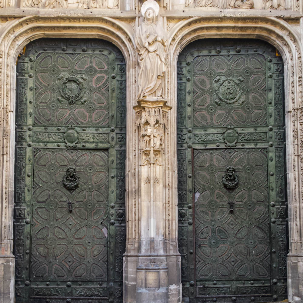 Gothic gates made in bronce